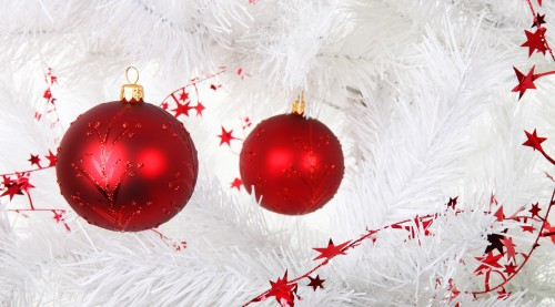 christmas_decoration_on_white_tree_187370